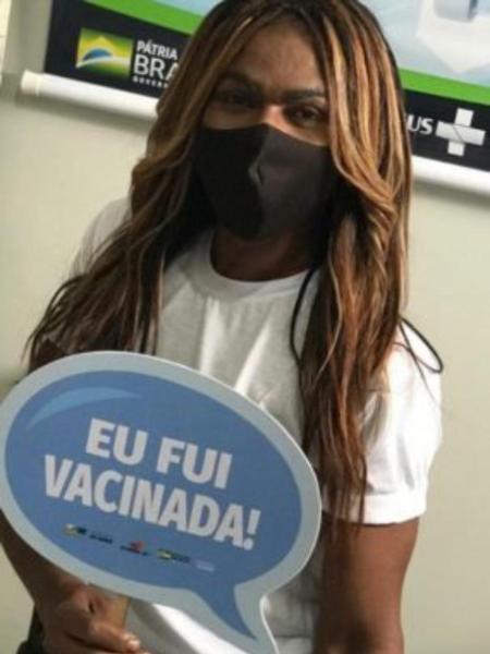 Monalisa Rocha trabalha na limpeza de uma unidade de saúde - Arquivo pessoal