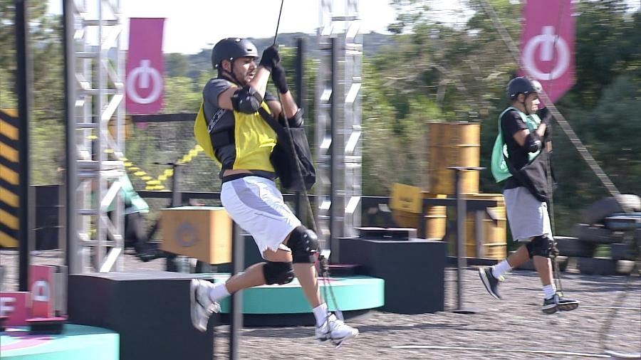 Power Couple: participantes se balançam em cipós na 1ª prova dos casais - Divulgação/Record TV