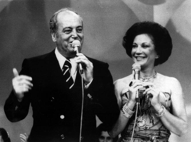 """Lolita Rodrigues e seu marido, Aírton Rodrigues, apresentam """"Clube dos Artistas"""". Os dois se casaram em 1951 e apresentaram, além desse programa, o """"Almoço com as Estrelas"""", na TV Tupi, a partir de 1958"""