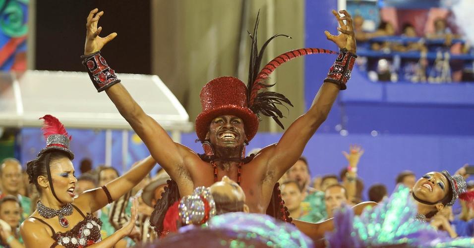 8.fev.2016 - Representação do Exu cercado por pombajiras na comissão de frente no desfile do Salgueiro