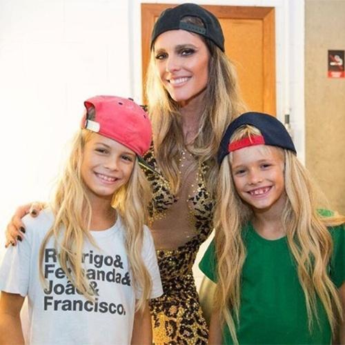 Fernanda Lima e os filhos João e Francisco