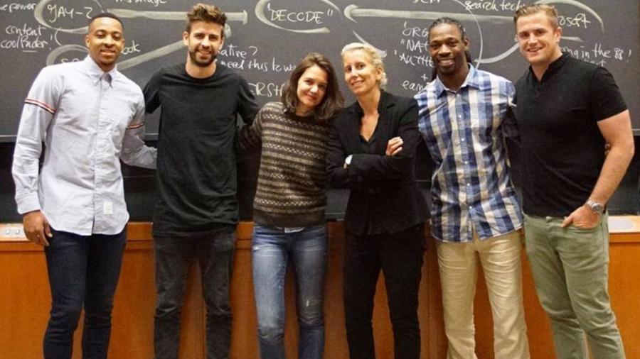 CJ McCollum, Gerard Piqué, Katie Holmes, a professora Anita Elberse , Rashean Mathis e Jamie Heaslip    - Reprodução