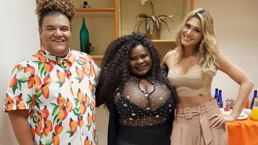 """Lívia Andrade posa com Gominho e Jojo Todynho nos bastidores do """"Programa Silvio Santos"""" - Reprodução/Instagram/liviaandradereal"""