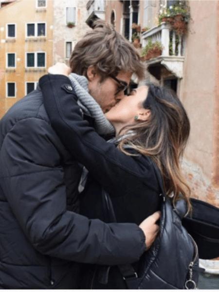 Rafael Vitti e Tatá Werneck se beijam em viagem - Reprodução/Instagram/tatawerneck