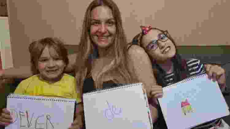 Cristina Dorneles com os filhos Davi e Maria Rita ela tenta dar autonomia aos filhos nas tarefas de casa - Arquivo pessoal/BBC Brasil - Arquivo pessoal/BBC Brasil