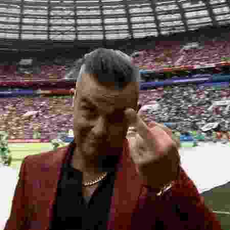 Robbie Williams fez gesto obsceno para câmera em cerimônia - Reprodução