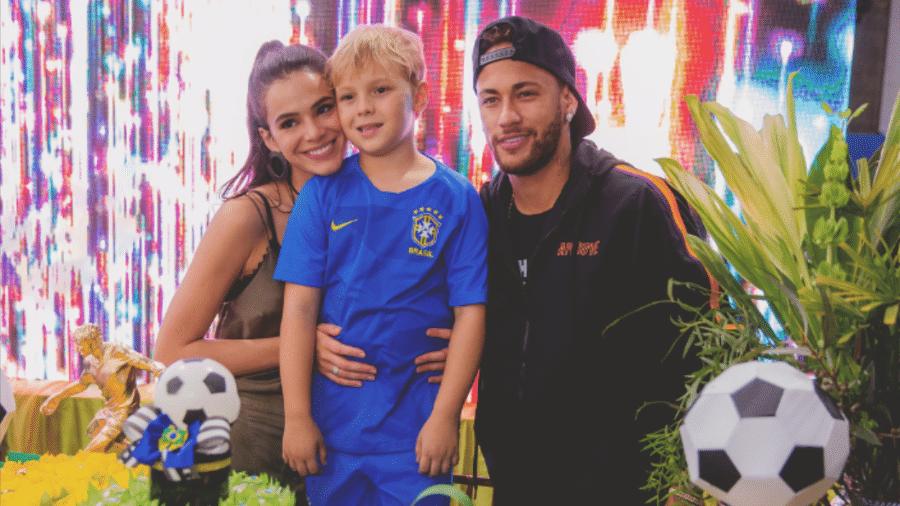 Neymar e Bruna Marquezine com Davi Lucca na festa de 7 anos dele - Reprodução/Instagram/candantas