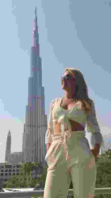 Ana Hickmann em frente ao Burj Khalifa, prédio mais alto do mundo - Divulgação