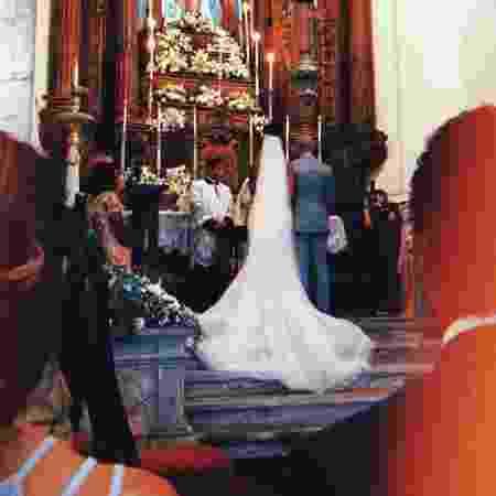 Iza e Sérgio Santos no altar da igreja do Outeiro da Glória, no Rio de Janeiro - Reprodução/Instagram/felipesassi - Reprodução/Instagram/felipesassi