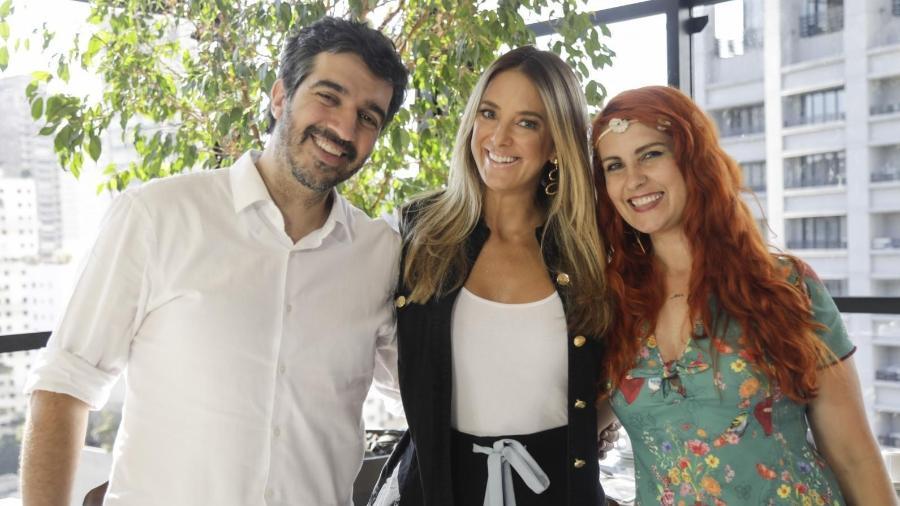 """Nana Indigo e o marido, Bruno Gomes, com a apresentadora Ticiane Pinheiro nos bastidores do """"Troca de Esposas"""" - Antonio Chahestian/Record TV"""