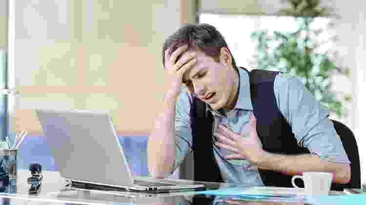 Pânico dor no peito - iStock - iStock