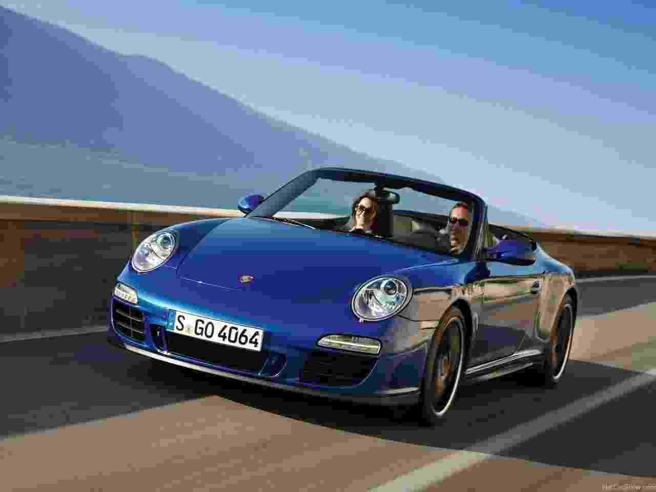 Porsche 911 Carrera GTS Cabriolet - Divulgação