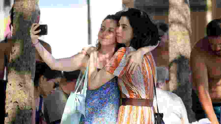 Olivia Torres passeia agarradinha em Copacabana - Agnews