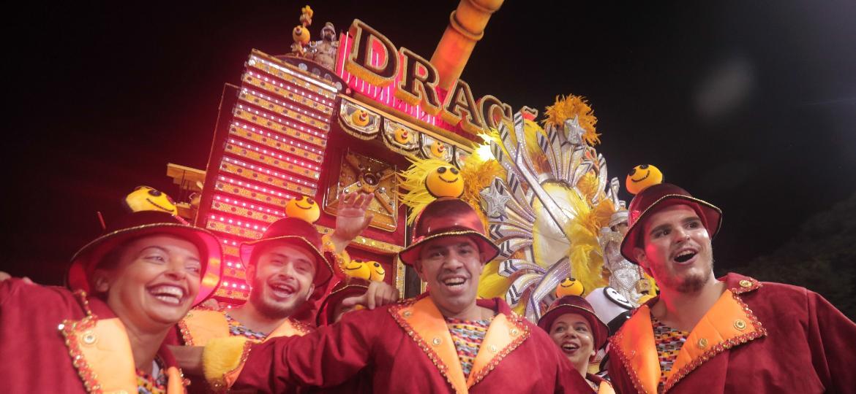 Dragões da Real desfila no Anhembi - Ricardo Matsukawa/UOL