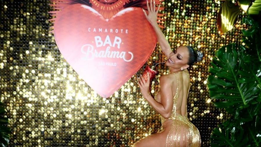 Sabrina Sato posa de vestido decotado no Camarote Brahma no Anhembi - Eduardo Martins/AgNews