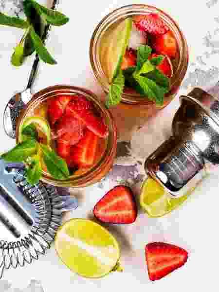 Morangos com limão? Que tal animar esse suco com o destilado certo? - Getty Images - Getty Images