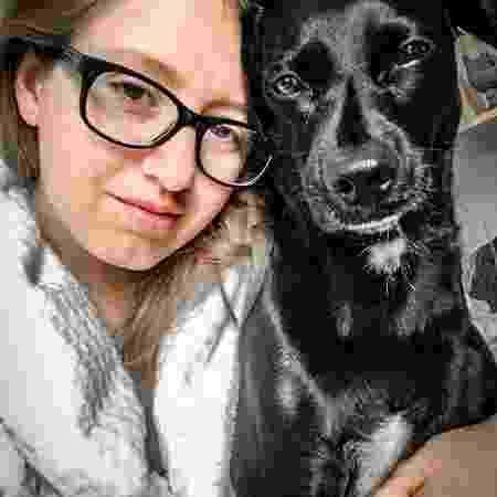 Carol Capel com seu cão - Arquivo pessoal - Arquivo pessoal