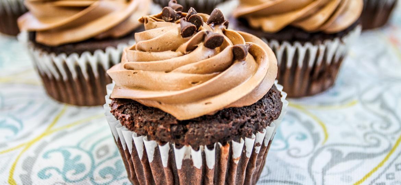 Cupcake - unsplash.com/@mikemeex