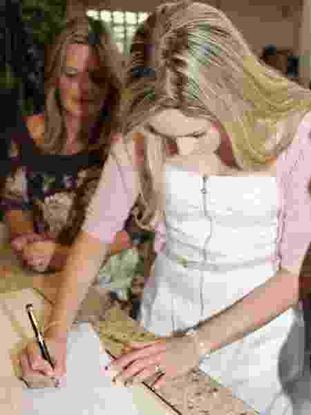 Mãe de André representou o filho no dia do casamento com Carla Beattriz - arquivo pessoal - arquivo pessoal