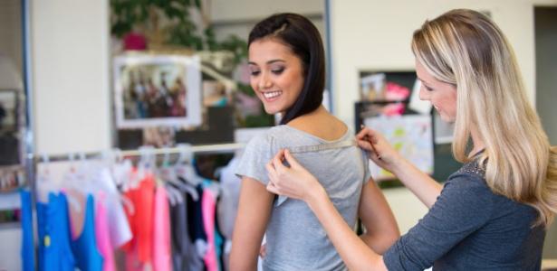 Não existe padronização de tabela de medida e o tamanho das roupas pode variar - iStock