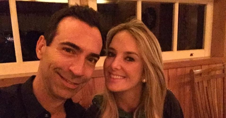 Cesar Tralli comemora seus 45 anos ao lado da namorada, Ticiane Pinheiro