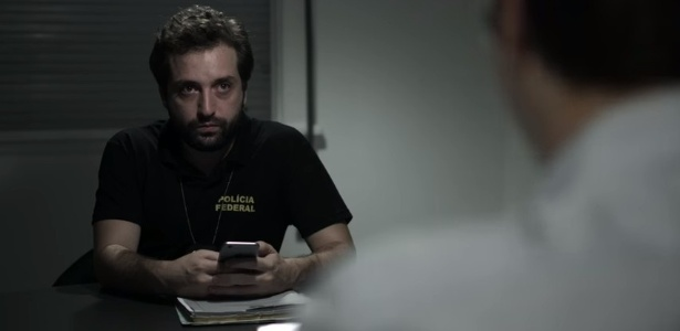 """Gregório Duvivier contracena com Fábio Porchat no vídeo """"Delação"""", do Porta dos Fundos - Reprodução/YouTube"""