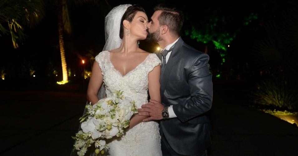 21.nov.2016 - Laura Keller e Jorge Sousa, recém-casados