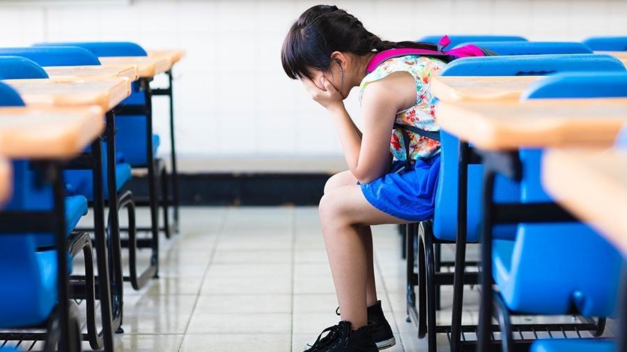 Pais devem acolher filho e ajudá-lo a montar rotina saudável de estudos, mantendo tempo para lazer e descanso - Getty Images