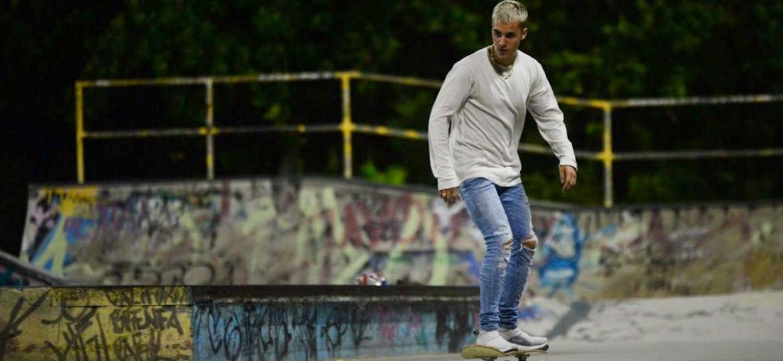 Justin Bieber anda de skate em pista no Aterro do Flamengo logo depois de se apresentar no Rio de Janeiro - Vinicius Marinho /Brazil News