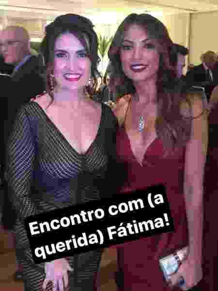 Fátima Bernardes e Patrícia Poeta tiram fotos no casamento de Lisandra Souto - Reprodução - Reprodução