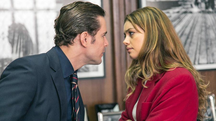 """Alice (Sophie Charlotte) discute com Vitor (Daniel de Oliveira) após descobrir traição em """"Os Dias Eram Assim"""" - Rafael Campos/TV Globo"""