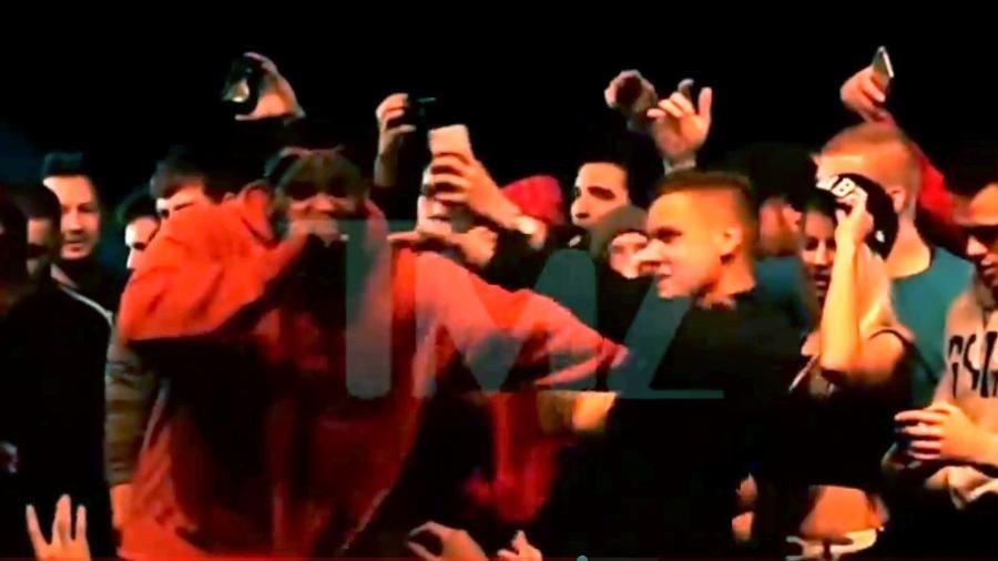 Rapper The Game empurra fã - Reprodução/TMZ