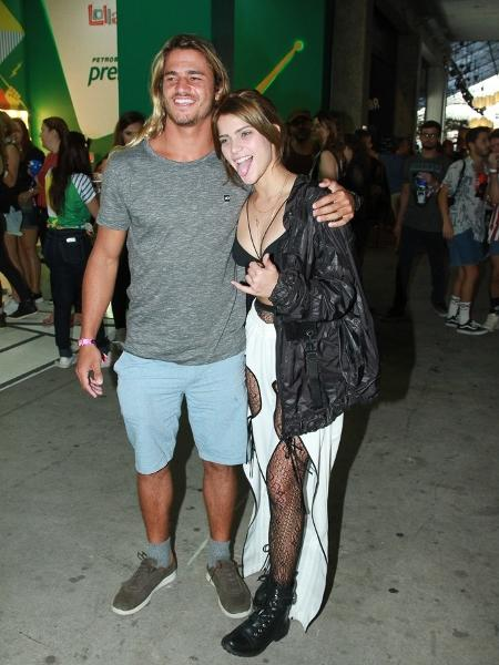 Isabella Santoni e namorado vão ao Lolla - Thiago Duran/AgNews