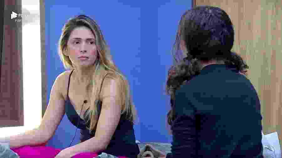 Nadja Pessoa conversa com Fernanda Lacerda no quarto da sede - Reprodução/PlayPlus