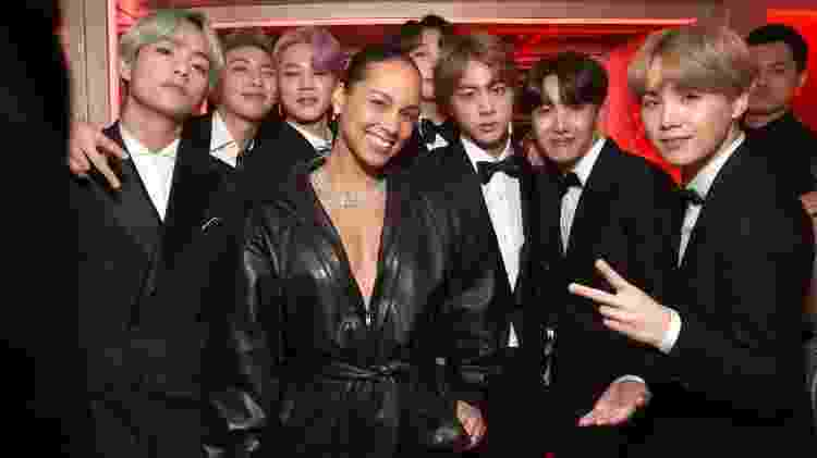 Integrantes do BTS tietam Alicia Keys nos bastidores do Grammy 2019 - Getty Images