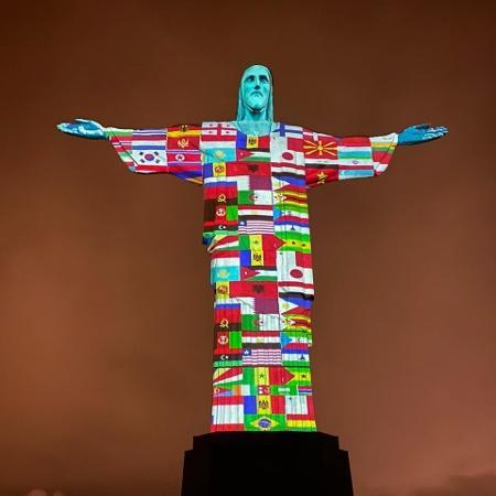 Cristo Redentor iluminado em solidariedade aos países que enfrentam o coronavírus - Reprodução/Twitter/@WalkerViana3