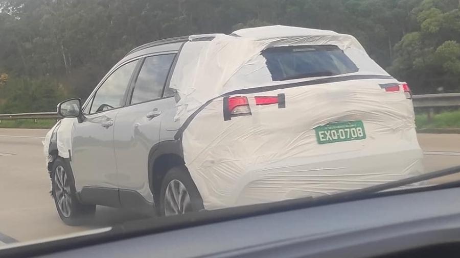 Flagra Toyota Corolla Cross - Sandi Alves