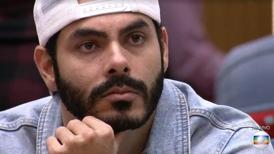 BBB 21: Rodolffo escuta discurso de Tiago Leifert - Reprodução/ Globoplay