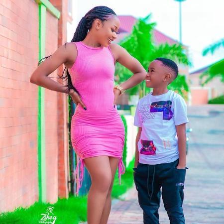 A atriz Rosemond Brown com o filho, de sete anos de idade - Reprodução/Instagram