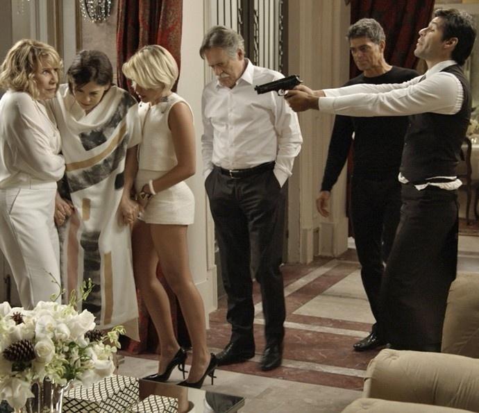 Orlando invade mansão da família de Gibson com ajuda de capangas
