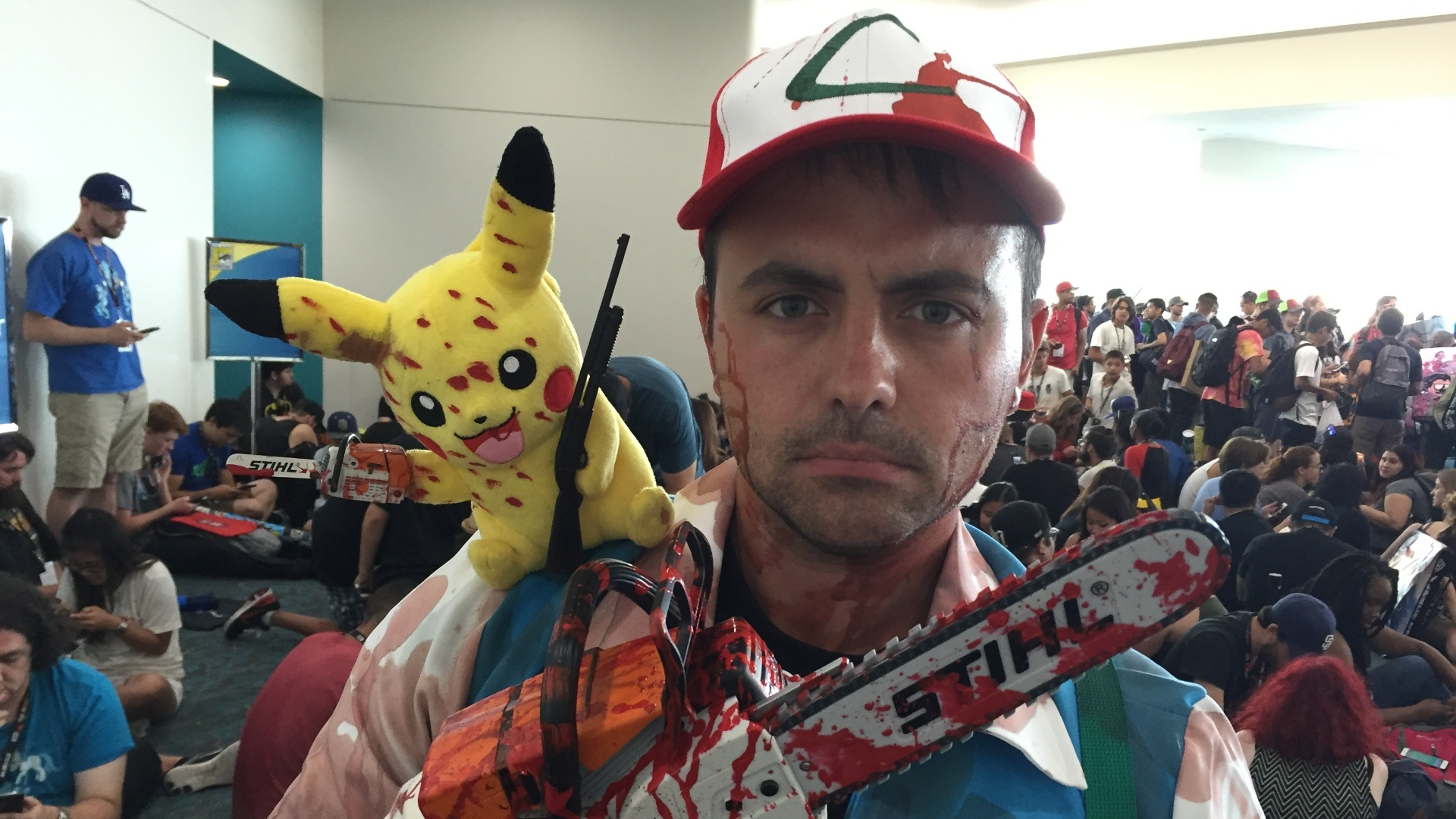 Shaylor Duraleau, 29, vestido como o personagem Ash, de Pokémon, durante a San Diego Comic-Con