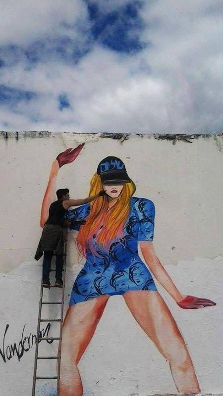 Wanderson Petrova Cavalcante, 24, pinta sua musa nos muros de Crato, no interior de Ceará - Divulgação