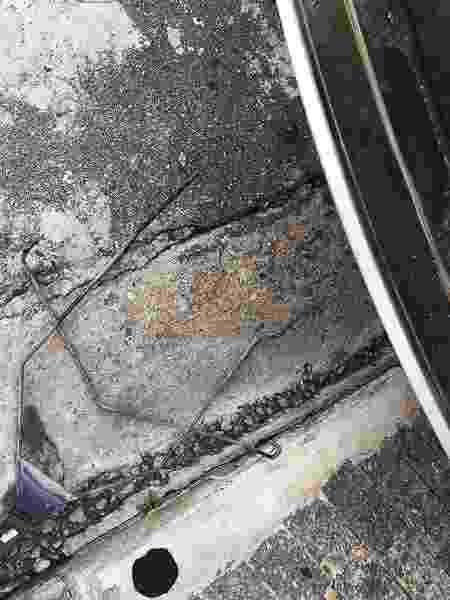 Márcio Lima encontrou gaiola do estepe de seu Renault Duster assim: arrebentada e no chão - Acervo pessoal - Acervo pessoal
