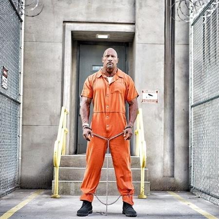 """Dwayne """"The Rock"""" Johnson em cena de """"Velozes e Furiosos 8"""" - Divulgação"""