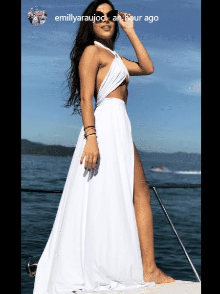 Emilly com look ousado em passeio de barco - Reprodução/Instagram - Reprodução/Instagram
