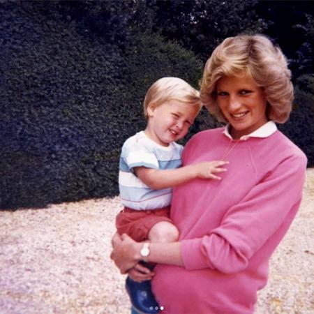 Princesa Diana segura o príncipe William no colo - Reprodução/InstagramKensington Palace