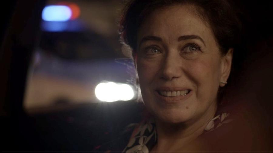 """Em """"A Força do Querer"""", Silvana passa por uma blitz com Bibi escondida no carro  - Reprodução/Gshow"""