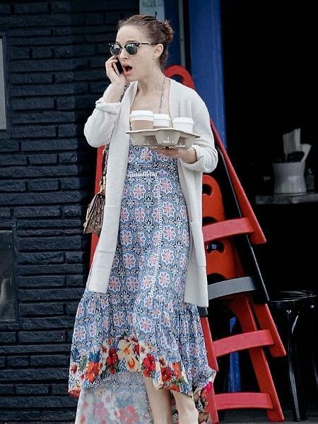 Natalie Portman durante passeio por LA - Reprodução