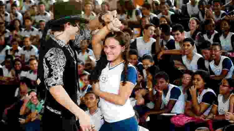 Em 2011, a Escola de Gente percorreu dezenas de cidade dos estados de Pará, Maranhão, Amazonas, Mato Grosso do Sul e São Paulo mostrando como funciona um espetáculo de teatro acessível de acordo com os princípios da legislação brasileira - Divulgação/ Escola de Gente - Divulgação/ Escola de Gente