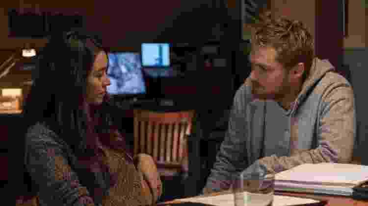 """Colleen (Jessica Henwick) e Danny (Finn Jones) conversam em cena da segunda temporada de """"Punho de Ferro"""" - Divulgação/Netflix - Divulgação/Netflix"""